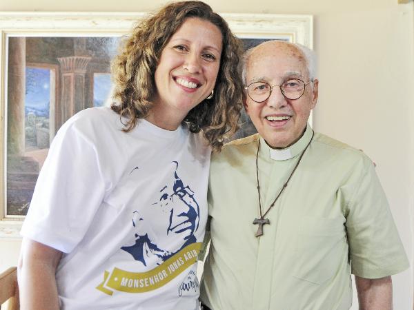Andreia Brita e Monsenhor Jonas Abib - Foto: Arquivo pessoal
